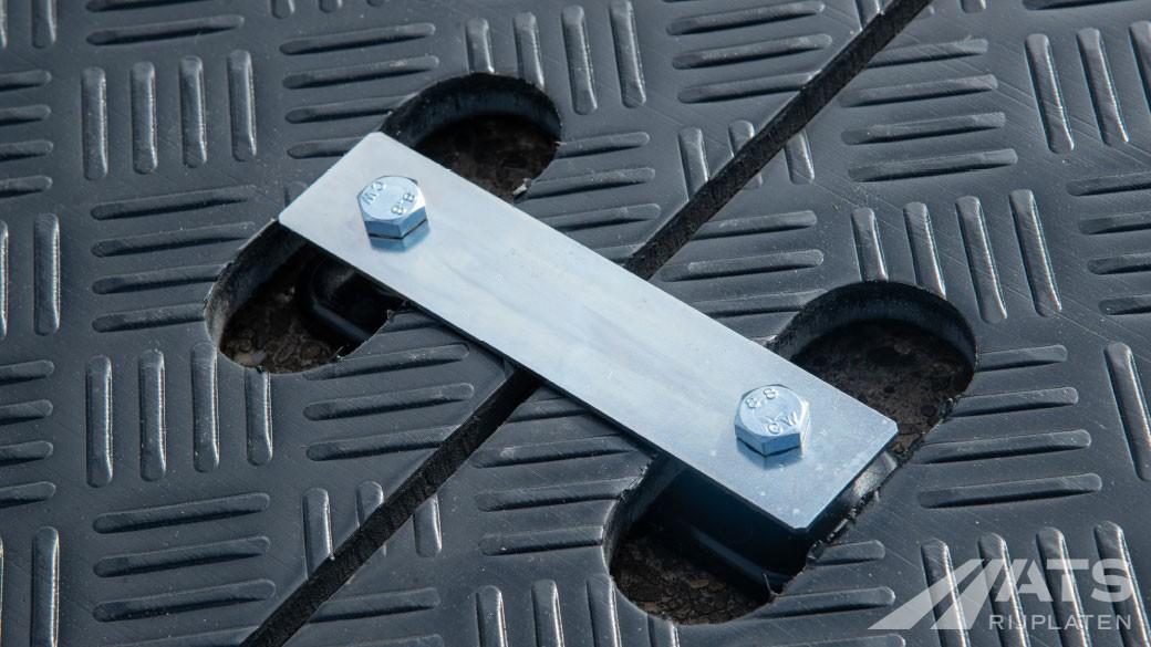 Closeup van koppelstuk voor kunsstof rijplaten