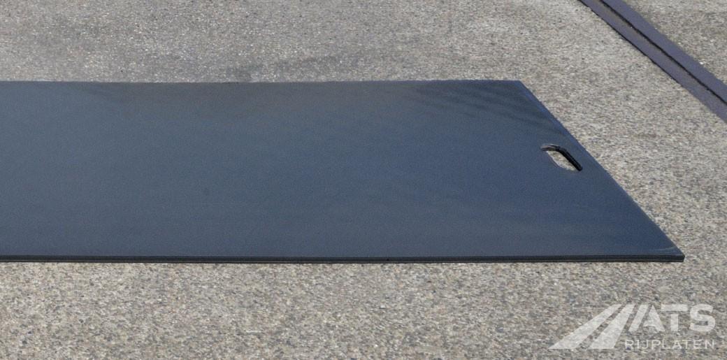 De zijkant van de 75 cm kunststof rijplaat