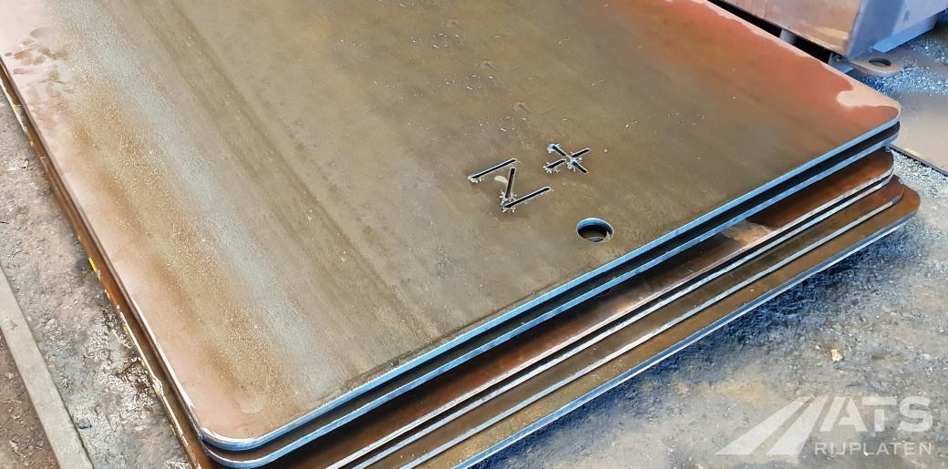 Closeup van een stapel stalen rijplaten