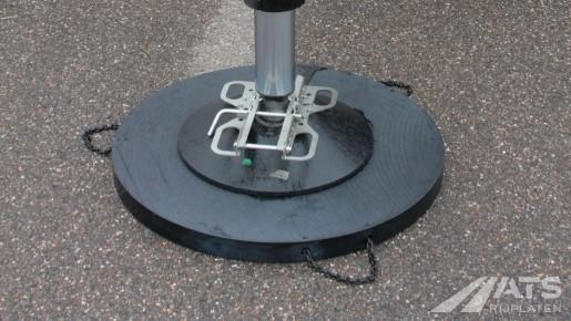 Een kunsstof stempelplaat in gebruik